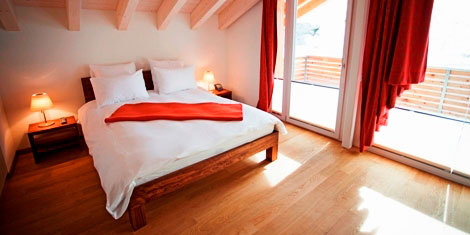 apartment Zermatt – bedroom with double bed